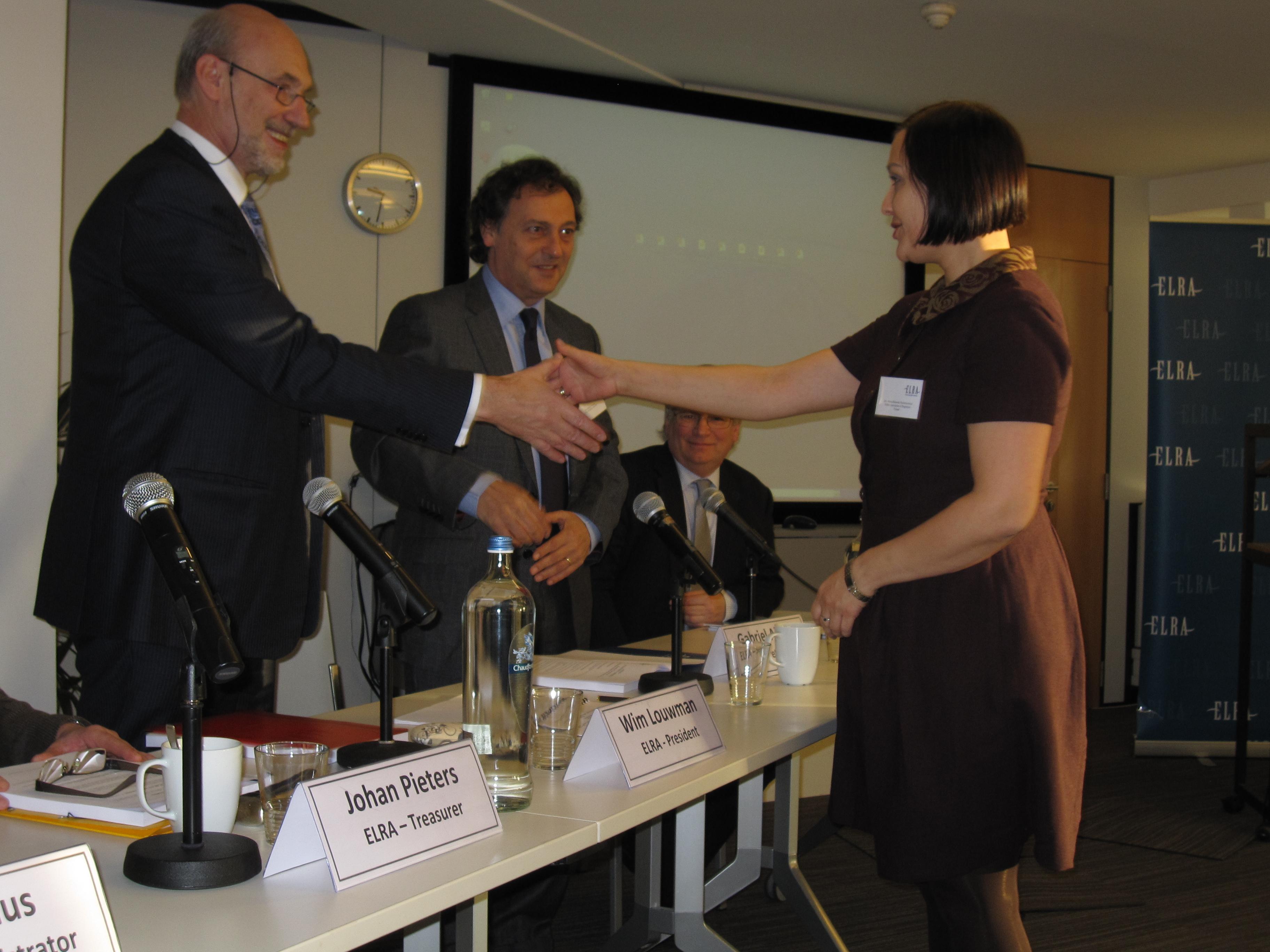 Ms. Marta Rekawek Pachwicewicz, Polish Association of Registrar, signing the ELRA Member's Book